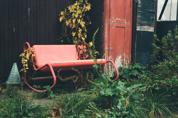 red_bench_rocker